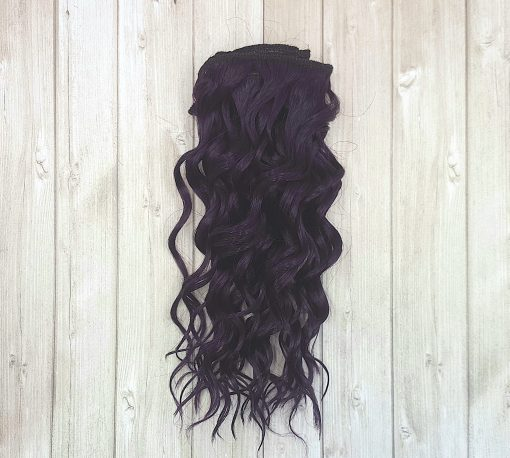 cheveux violet ondulé