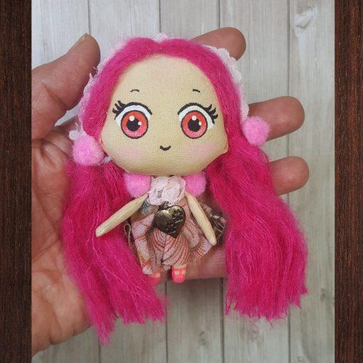 mini poupée kawaii rose foncé