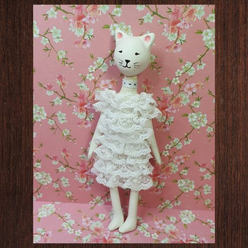 chat poupée porcelaine