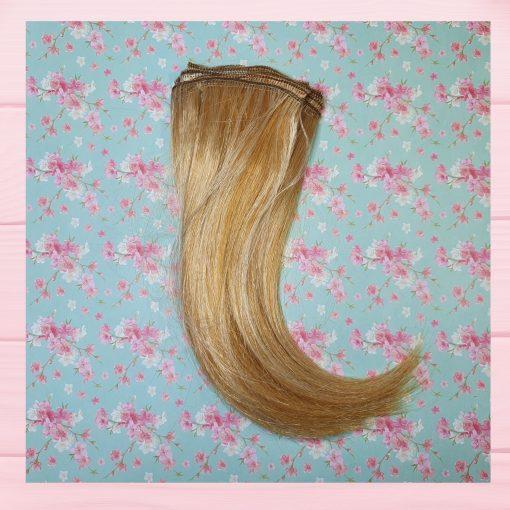 mèche cheveux blond clair raide
